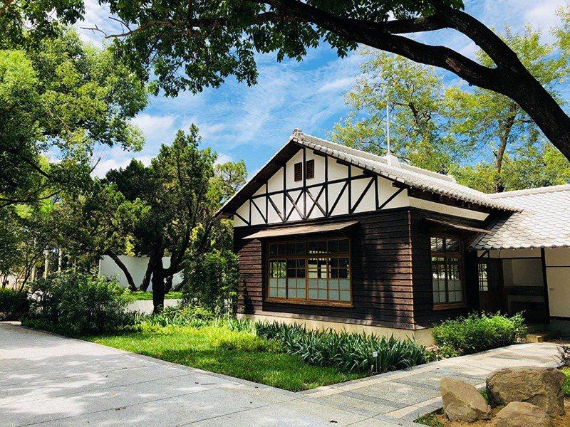 知名的后里馬場內有多處已被列為歷史建築與古蹟,房舍古色古香。圖/中市觀旅局提供