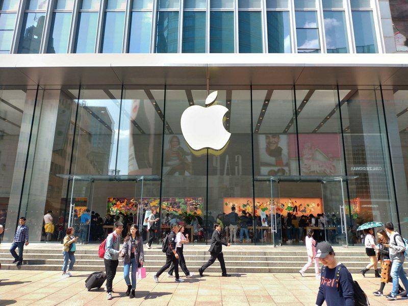圖為位於上海南京路步行街上的蘋果門店。記者林宸誼/攝影