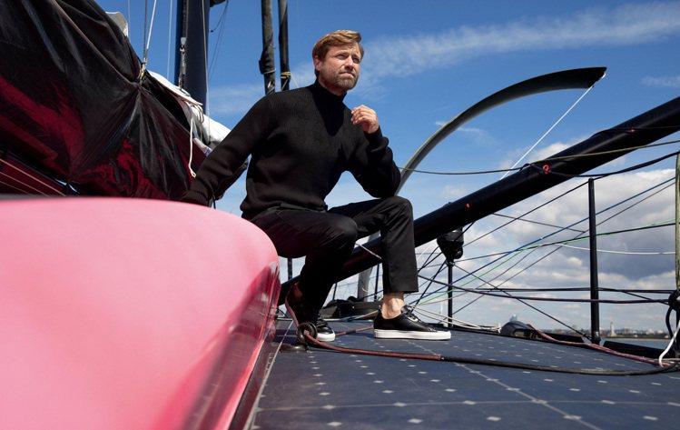 英國帆船運動員及船長Alex Thomson演繹秋冬承責航海男裝系列。圖/HUG...