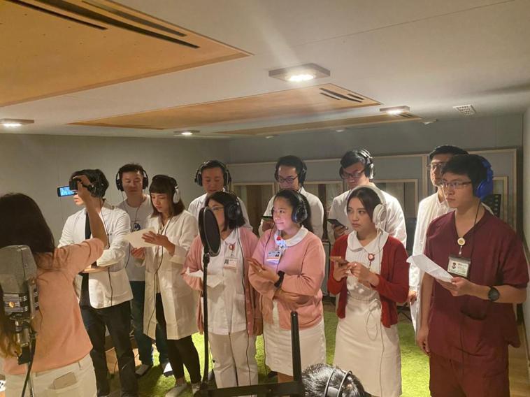 台北馬偕醫院整形外科主治醫師劉映君自創曲「Promise 」,在醫師節當天於網路...