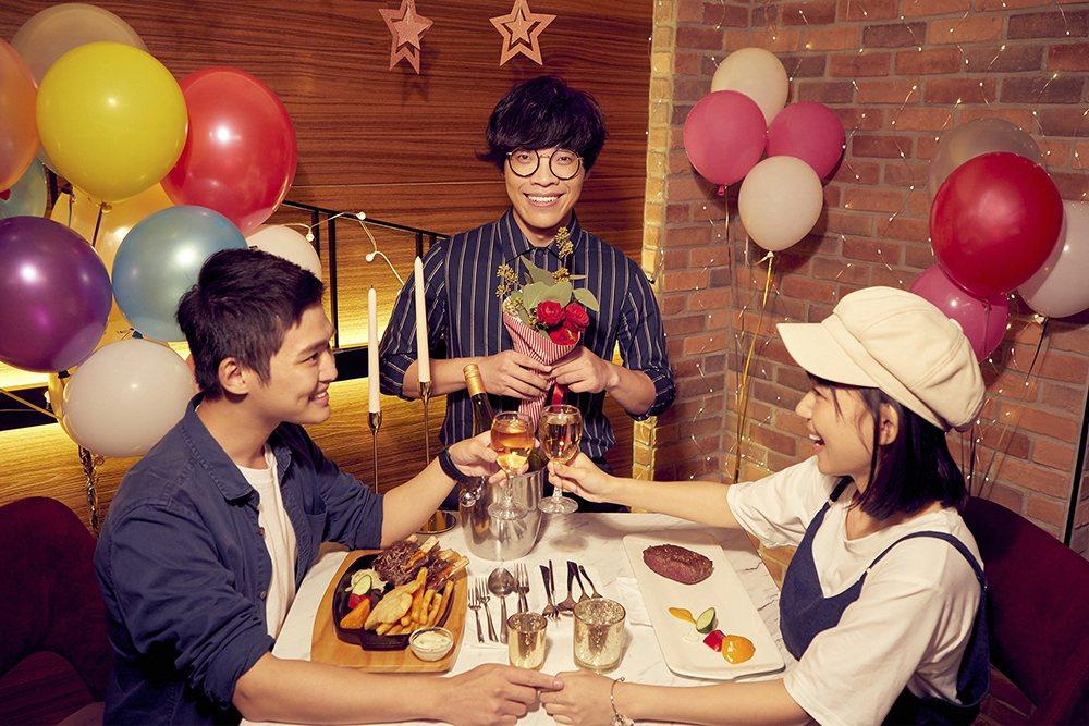 盧廣仲(中)以七位數價碼代言連鎖餐飲。圖/西堤牛排提供