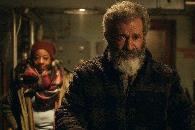 經濟不景氣,聖誕老人也不好當,竟被迫轉行賣起軍武?!由兄弟檔導演埃桑尼姆斯(Eshom Nelms)與伊恩尼姆斯(Ian Nelms)聯手執導,並找來梅爾吉勃遜(Mel Gibson)領銜主演的「追...