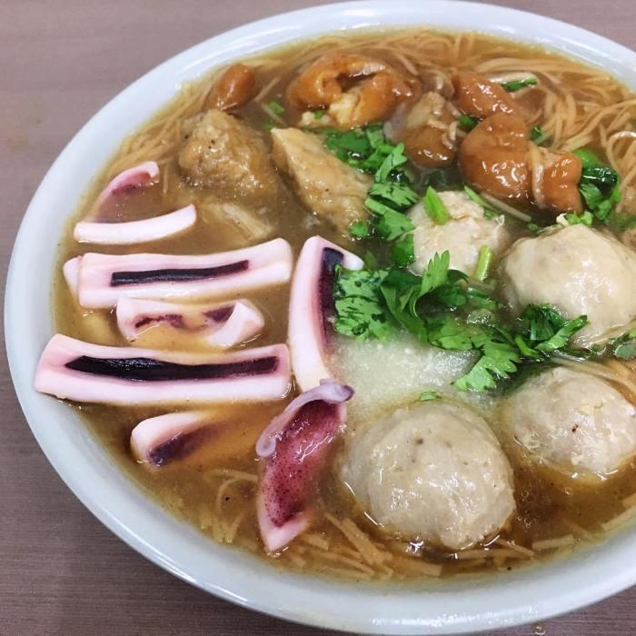 珍珍麵線在板橋裕民街上是間人氣小吃店。 圖/source by IG, yihu...