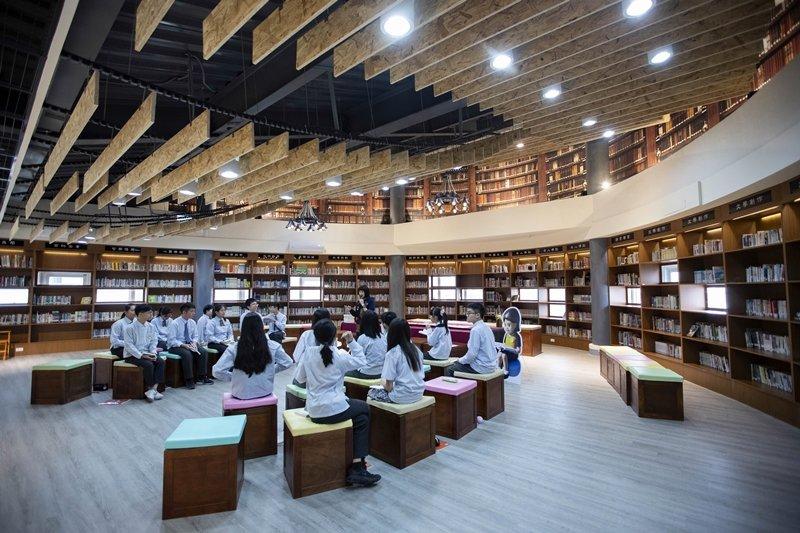 公共圖書館應肩負起推廣閱讀的社會責任。圖為新竹市竹光國中「家的圖書館」,開放居民共享學校圖書資源。 圖/新竹市政府
