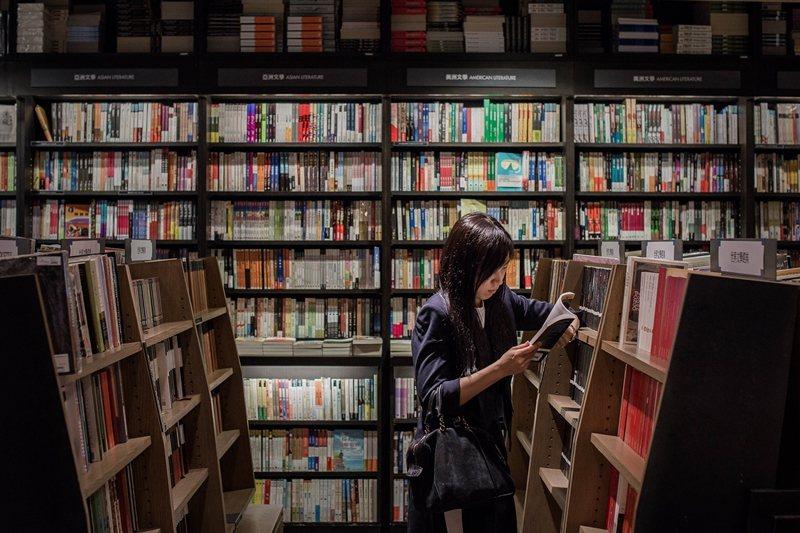 抵制電商的削價競爭,主要目的並不是為了保護獨立書店,而是為了維持整個出版業界的友善環境。示意圖。 圖/法新社