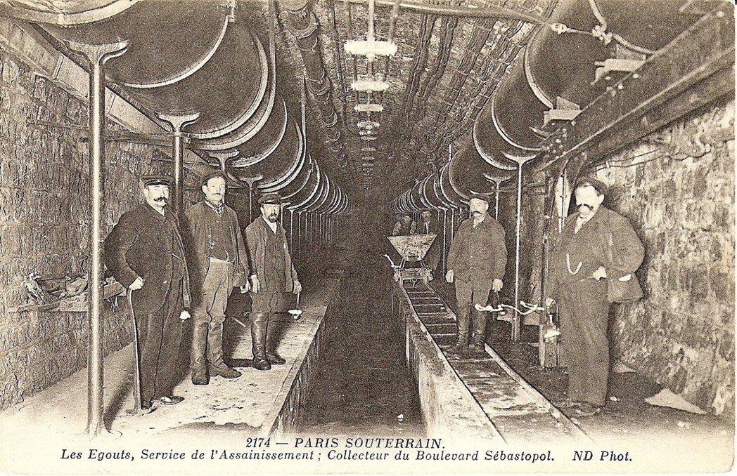 巴黎下水道工人置身於新建成的塞瓦斯托波爾大道(Boulevard de Séba...