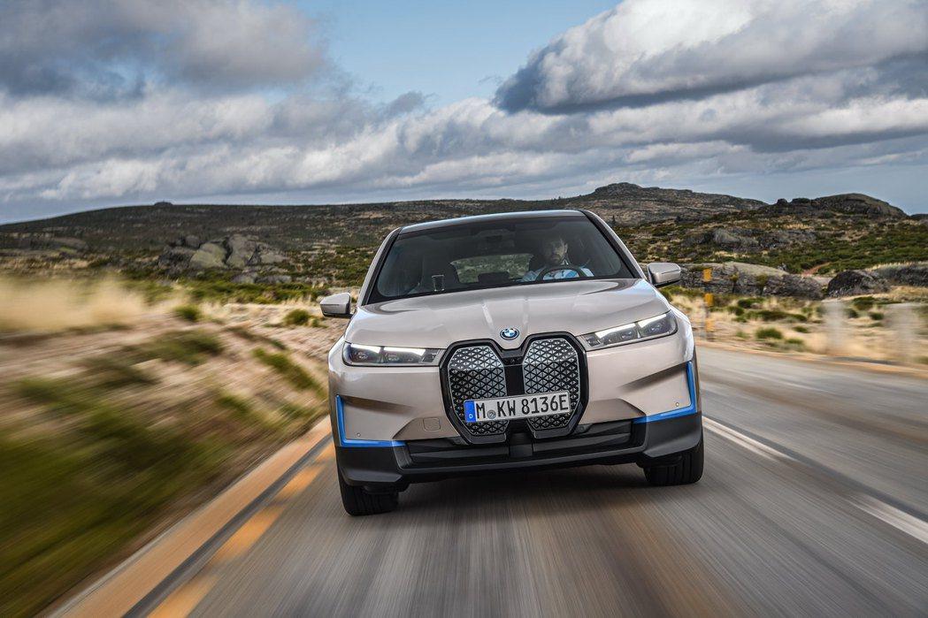 全新BMW iX旗艦純電休旅。 摘自BMW
