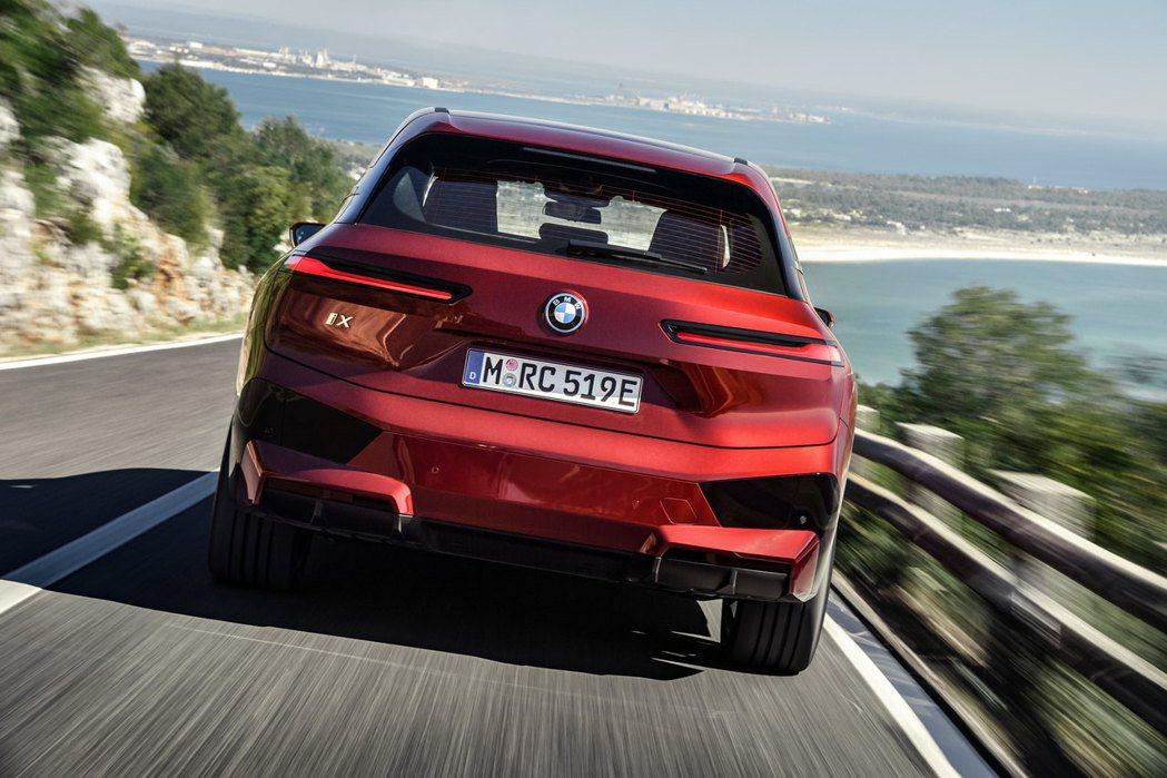 BMW iX最大馬力可達到500hp。 摘自BMW