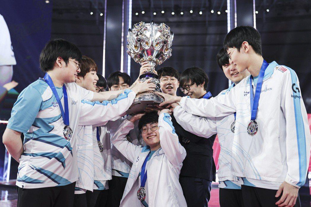 DWG獲得2020年世界大賽冠軍/圖片來源:LoL Esports Flickr