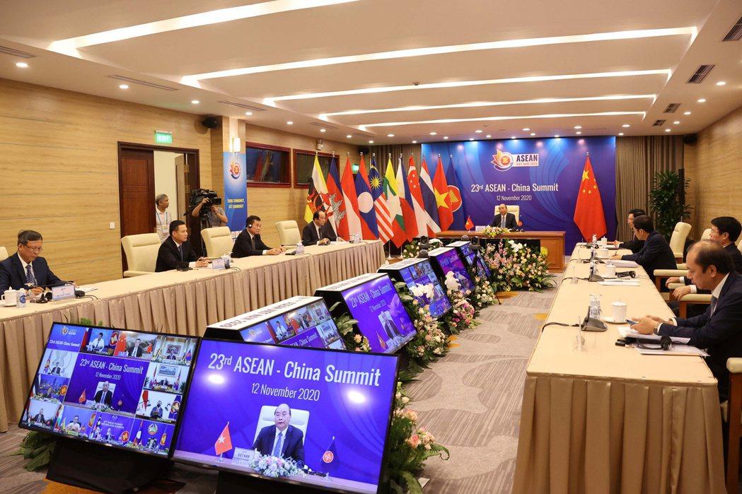 「區域全面經濟夥伴關係協定」(RCEP)15日正式簽署。路透