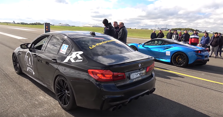 影/BMW M5單挑F8 Tributo?因為它有1,100匹馬力!