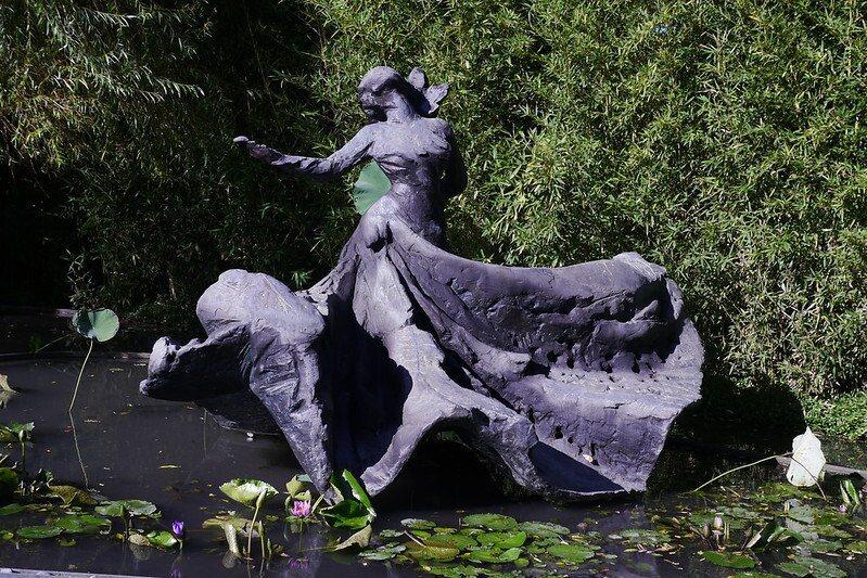 """舞蹈家羅曼菲的紀念雕像""""旋的冥想"""""""