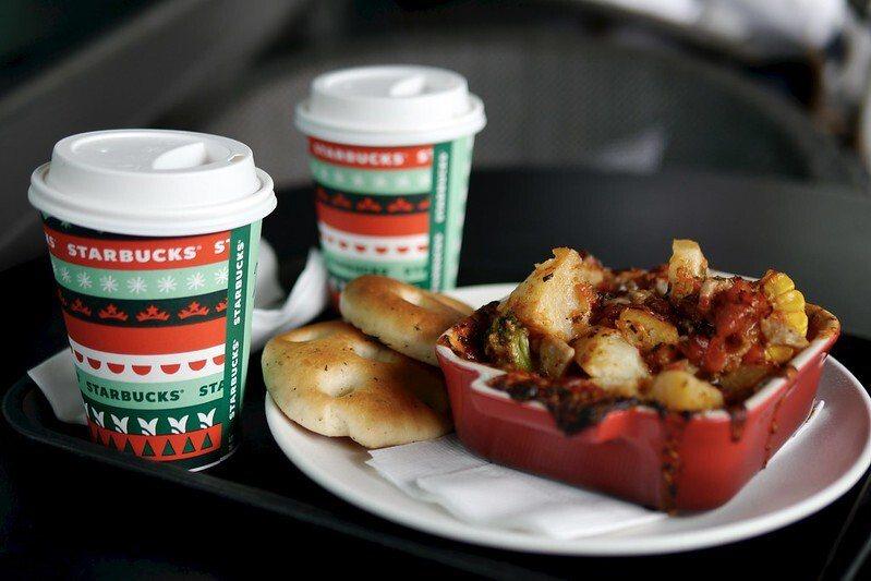 星巴克的午餐,這一天飲料買一送一,二個人的下午茶和點心。