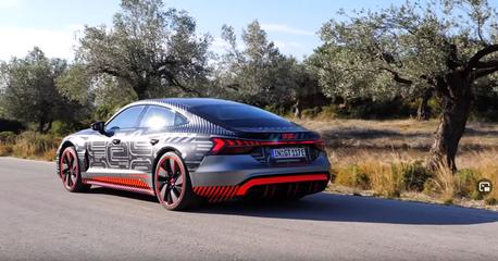 影/Audi RS E-Tron GT有多快?第一人稱視覺體驗