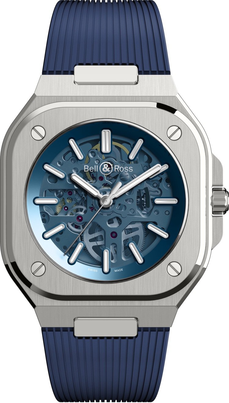 藍色鏤空表面的BR 05 Skeleton腕表,在半透明的表面下,半開放地展示機...