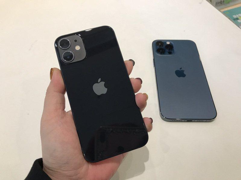 5.4吋的iPhone 12 mini銷售不佳,蘋果大砍本季訂單。  聯合報資料照片 記者陳立儀/攝影