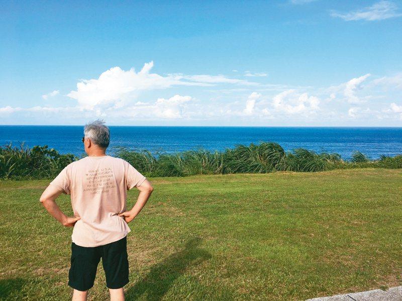 那趟環島,成了我七十二歲老爸的壯舉。 照片提供/鄧九雲