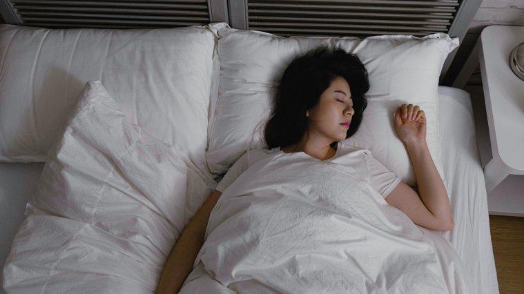 想保持健康而且長壽就要多睡好覺。 圖/123RF