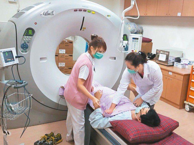 正子攝影及磁振造影等高階影像檢查是各醫院頂級健檢的號召。圖為示意圖非當事醫院。圖/聯合報系資料照