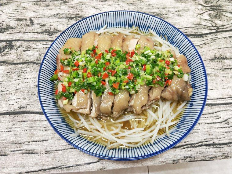 蔥油蒸雞 圖/陳芸英提供