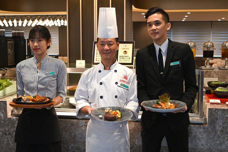 高雄福華飯店的麗香苑自助餐廳重新開幕。圖/業者提供