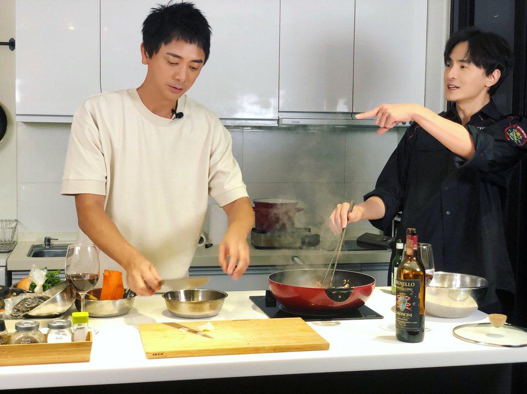 歌手信受邀上鄭元暢之「不專業廚房」節目。圖/M.I.E.最大國際娛樂提供
