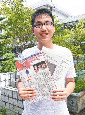 2008年,陳柏言以〈宅〉獲台積電青年學生文學獎新詩優選,在鳳中受訪。(圖/陳柏言提供)