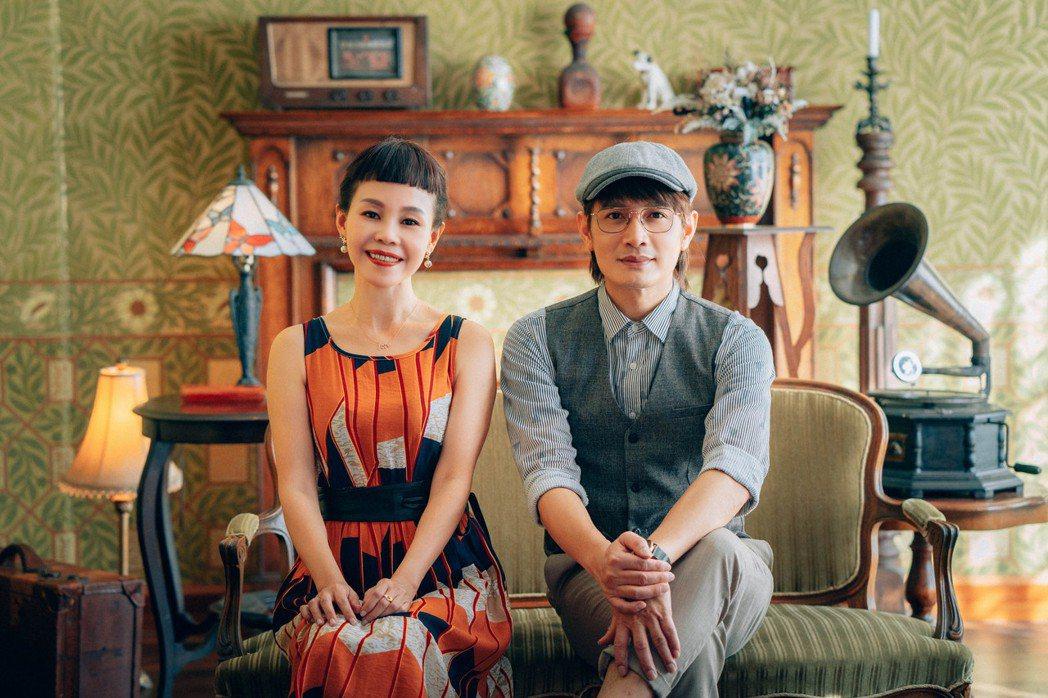 羅文裕(右)新歌「你的名字像一首詩」邀好友彭佳慧合唱,MV復古共舞被讚客版「La...