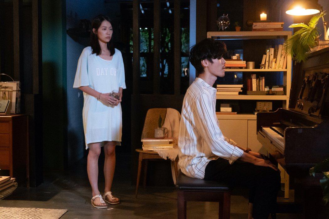 劉宇菁(左)、安哲主演新戲「記憶浮島」,描述心理師與催眠怪醫的懸疑愛情故事。圖/...