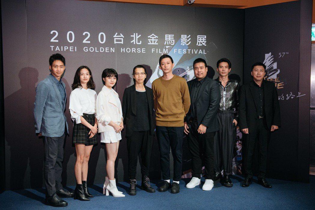 影集「返校」製作群出席金馬首映,左起為黃冠智、韓寧、李玲葦、導演蘇弈瑄、莊翔安、