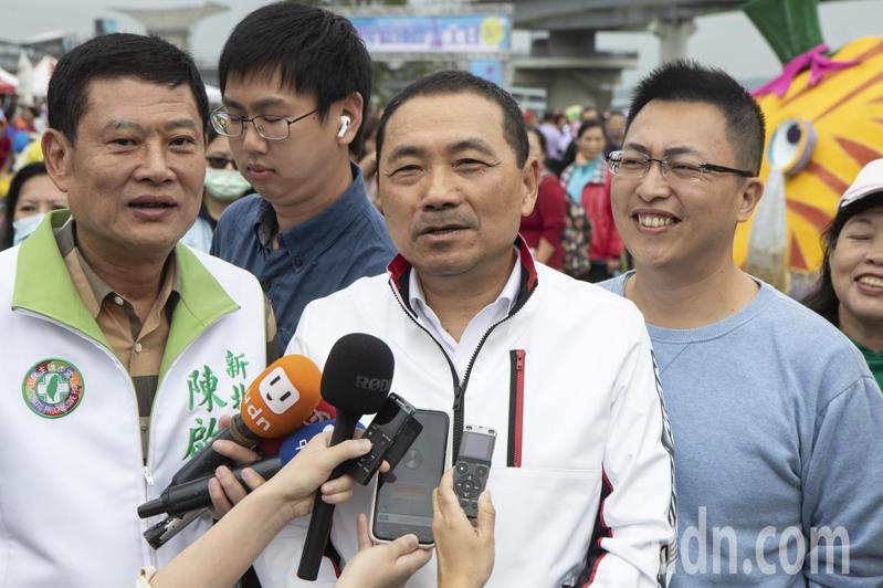 新北市長侯友宜(中)說,只要萊豬不進來,他給中央政府、民進黨打100分,若進口台灣就給0分。記者王敏旭/攝影