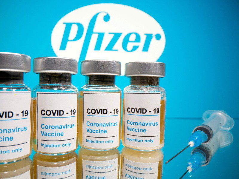 國內新冠肺炎14天內境外移入個案已累計45例,想從國外買疫苗尚無著落,國內研發疫苗的進度還只在第一期人體臨床試驗。圖為輝瑞藥廠研發的新冠疫苗示意圖。路透