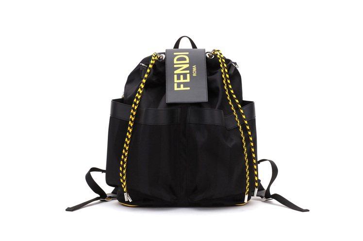 FENDI男款後背包,71,000元。圖/FENDI提供