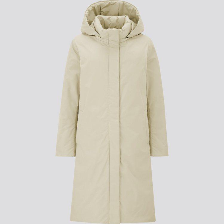 UNIQLO HYBRID羽絨大衣3,990元。圖/UNIQLO提供