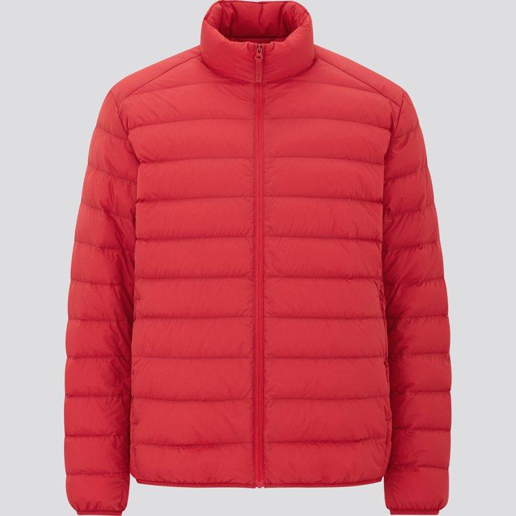 UNIQLO特級極輕羽絨外套2,490元。圖/UNIQLO提供