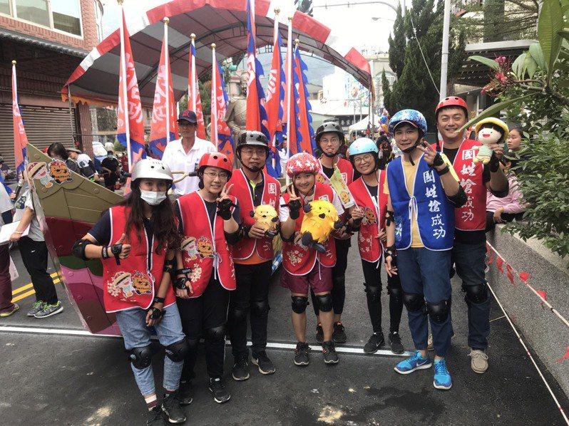 日本留學生組隊參與國姓搶成功活動,希望曾經遭受地震的台日兩地居民,都能「成功」對抗新冠病毒疫情。圖/水保局南投分局提供
