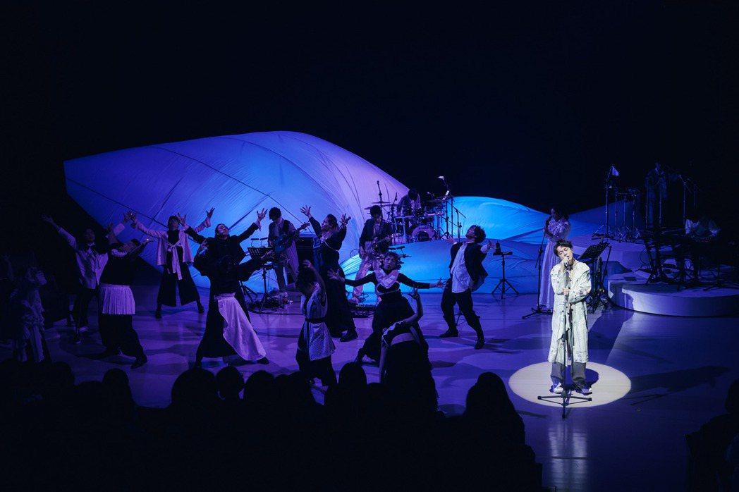 吳青峰14日於雲門劇場舉行「上下冊」演唱會。圖/環球音樂提供