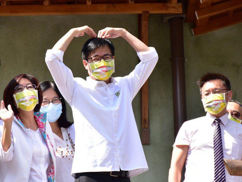 民進黨人士表示,現階段相對穩固的仍是南台灣,包括高雄、台南、屏東及嘉義縣,圖為高雄市長陳其邁(前)。圖/聯合報系資料照片