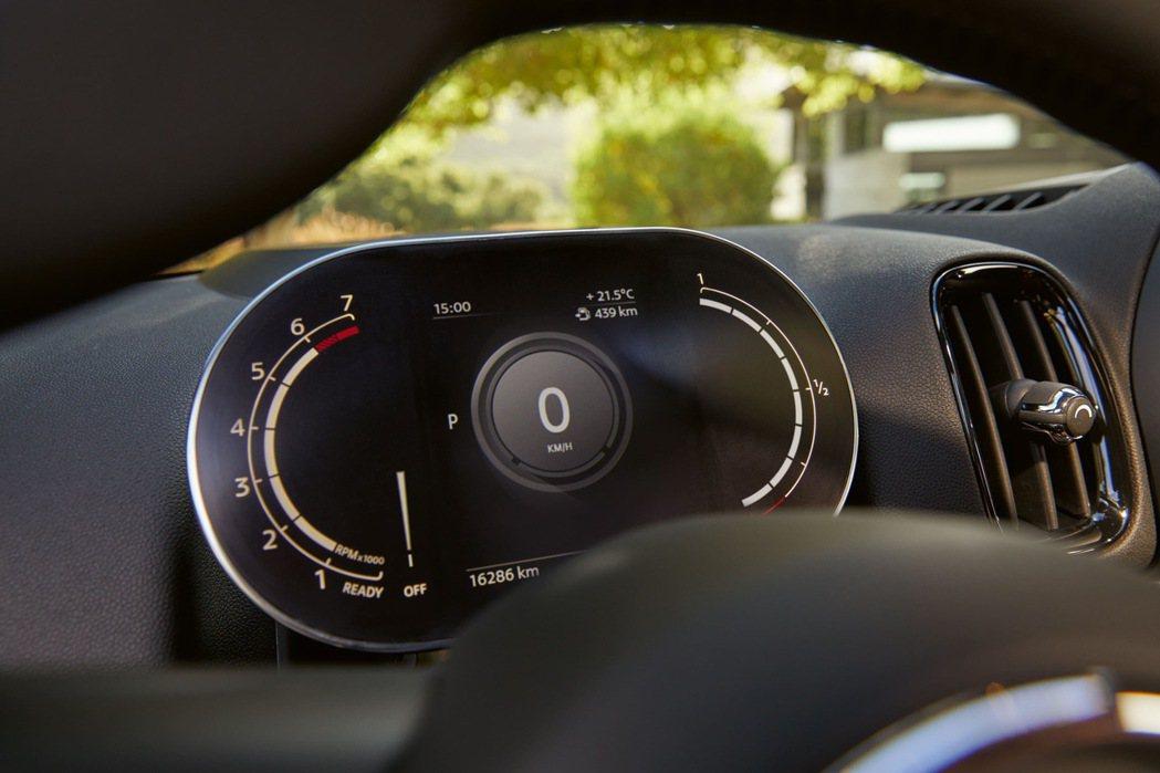 MINI整合式數位儀表清晰提供行車資訊,為座艙增添創新科技氛圍。 圖/汎德提供