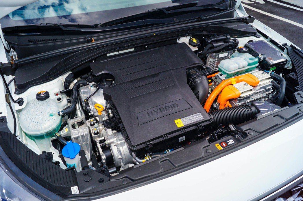 IONIQ Hybrid搭載1.6L直列四缸Atkinson引擎,搭配電動馬達能...