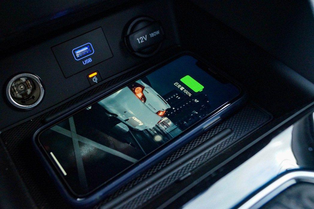 Qi無線充電板。 記者趙駿宏/攝影