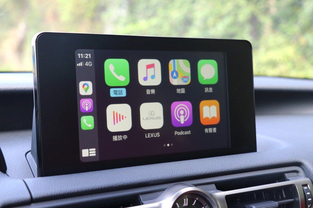 多功能資訊整合系統僅只有8吋螢幕,但至少配備有觸控功能以及APPLE Carpl...