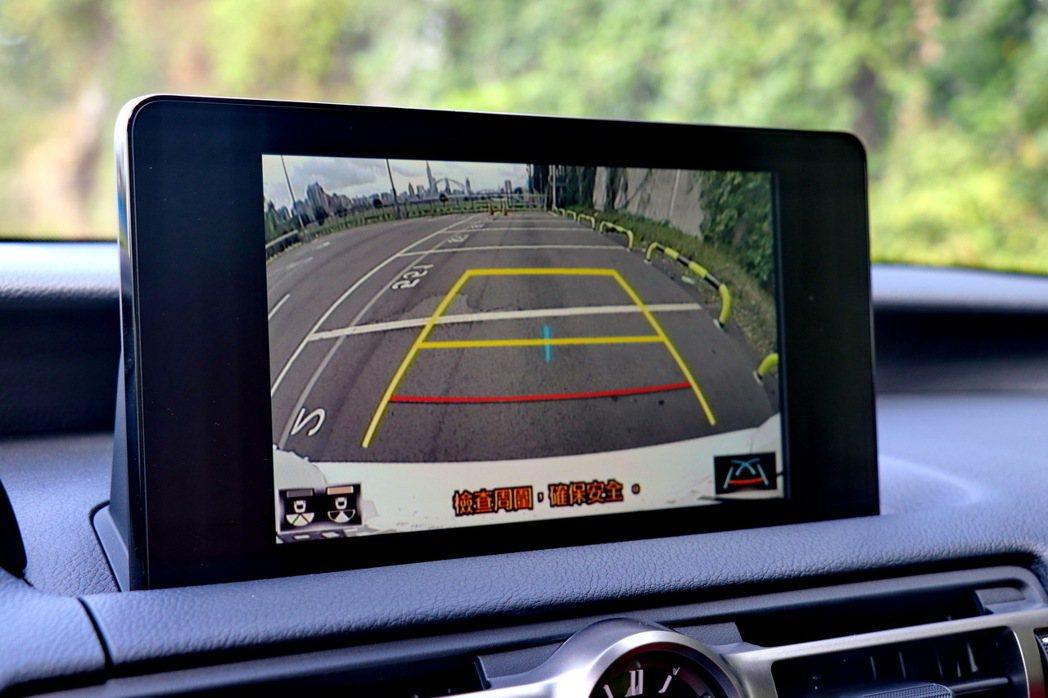 倒車顯影功能,並沒有360度環景系統。 記者陳威任/攝影