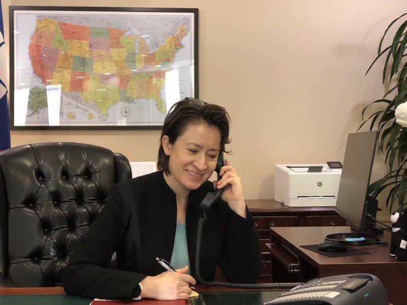 駐美代表蕭美琴13日致電拜登外交顧問布林肯,恭賀拜登當選。圖/駐美代表處提供