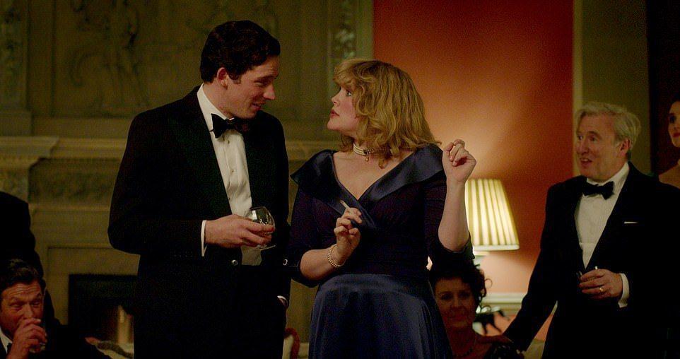 「王冠」沒避諱查爾斯與卡蜜拉藕斷絲連的糾纏。圖/摘自Netflix