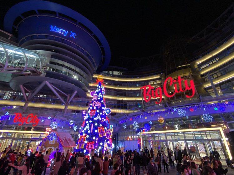 新竹巨城購物中心點亮耶誕裝置。圖/巨城提供