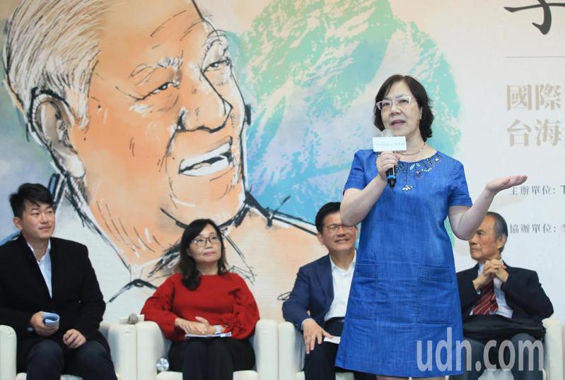 交通部長林佳龍今天主持「李登輝學」座談會,李登輝基金會副董事長李安妮(右二)出席致詞時表示,父親對台灣的愛像極了愛情。記者潘俊宏/攝影