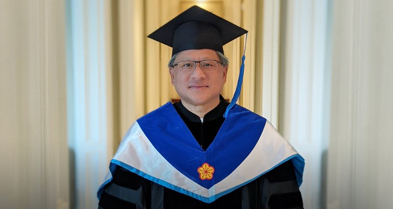 NVIDIA創辦人暨執行長黃仁勳獲臺灣大學頒發名譽博士學位。圖/輝達提供