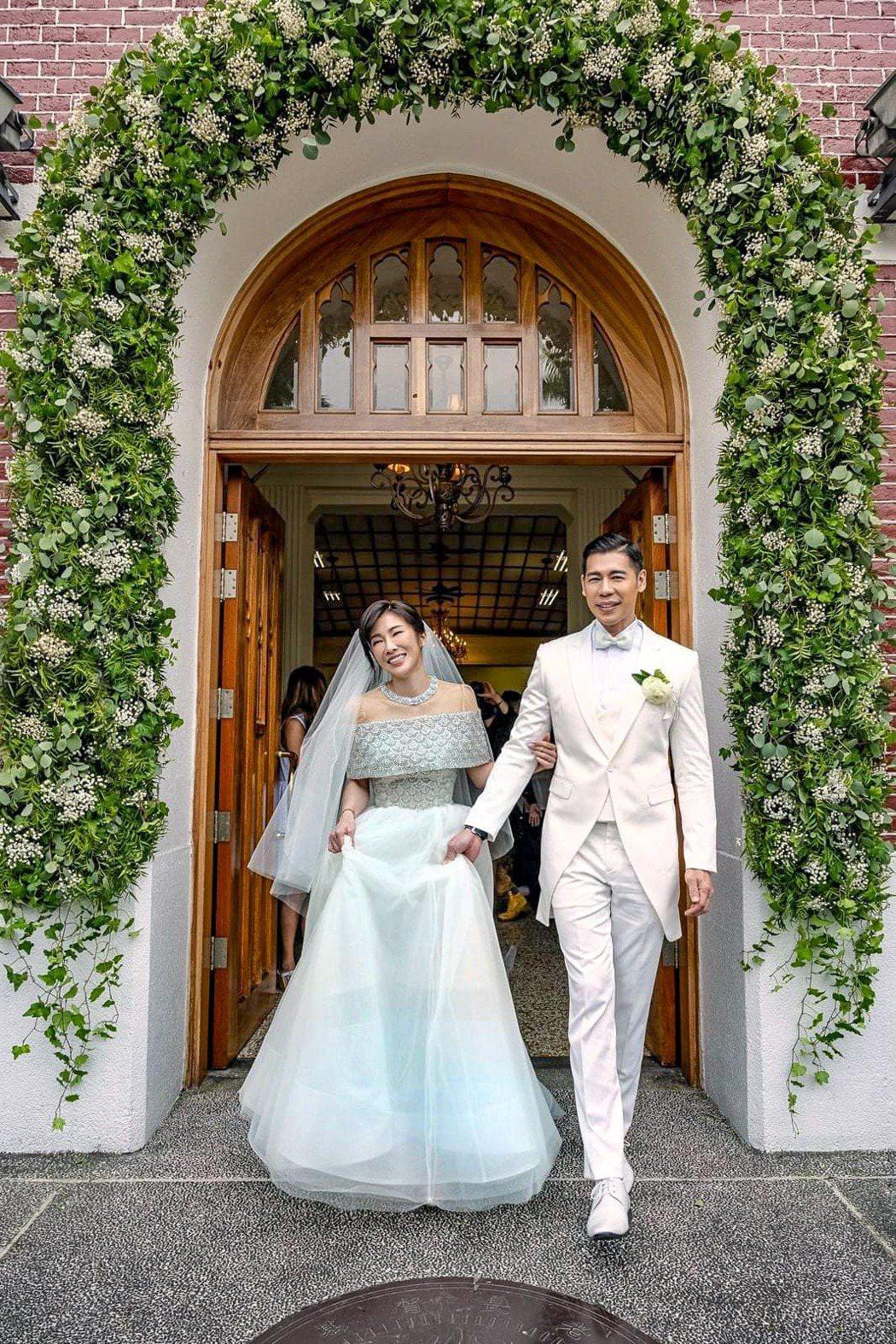 KIMIKO(左)和老公王家玄才剛剛完婚。圖/摘自臉書