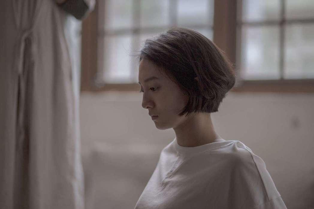 韓寧主演「月亮女孩」 飾演探索自我的大學女生「小希」。圖/公視提供
